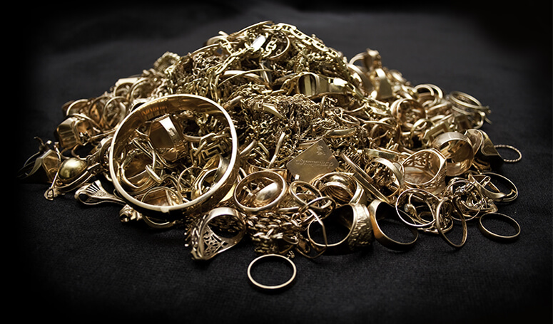 A pile of gold rings and chains